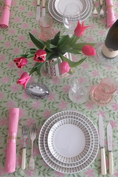 décoration de table avec des tulipes