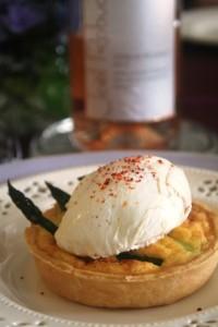 tarterette aux asperges et œufs pochés アスペルジュのタルトレット ウフ・ポシェを添えて