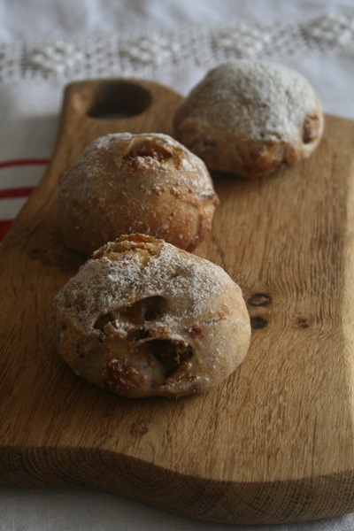 petit pain complet aux figues et aux noix